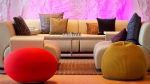 Разные диванные подушки