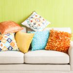 Шьем подушки для дивана самостоятельно: красота и уют в комнате