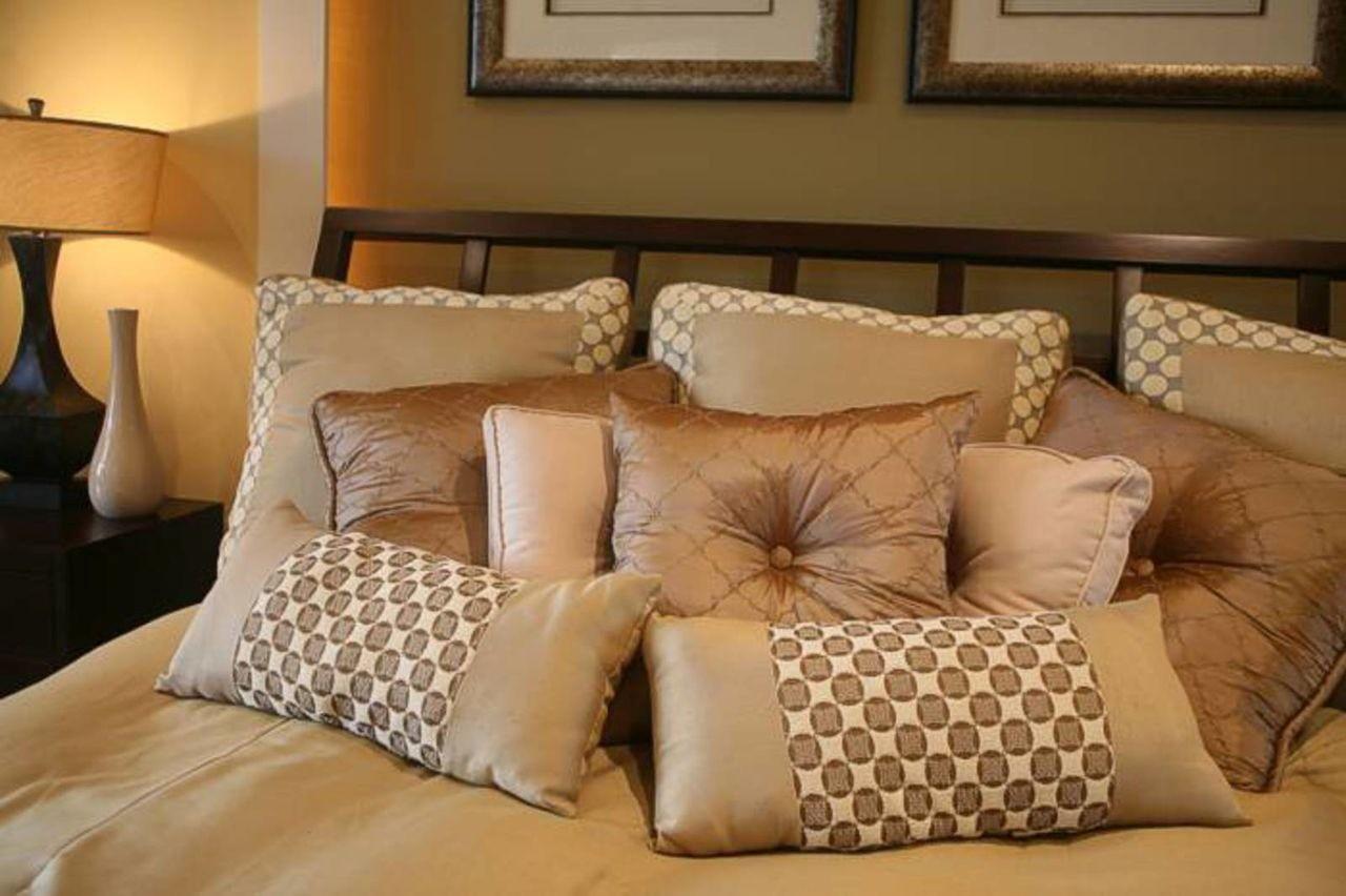 Дизайн подушек для диванов