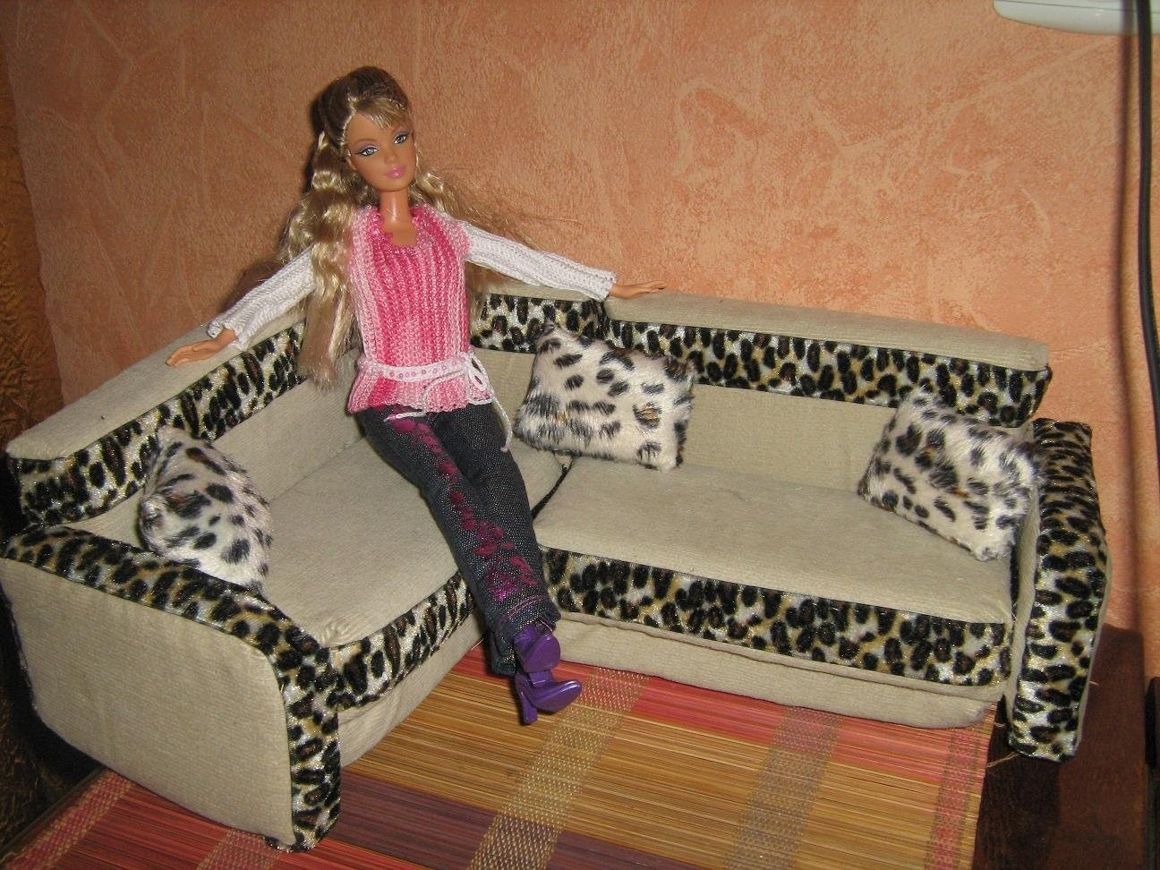 Как сделать большой кукольный диван своими руками