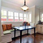 Стильный диван на кухню с эркером: советы по выбору