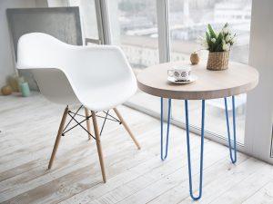 Стол в кафе