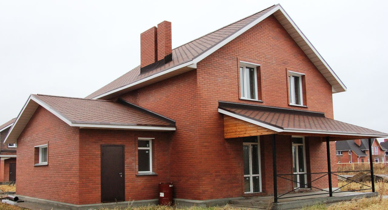Дом из кирпиа
