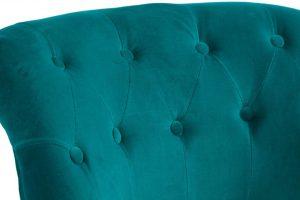 Кресло с велюровой обивкой