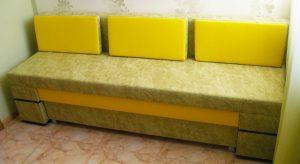 Мягкий прямой кухонный диван