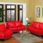 Кожаный диван должен быть в каждом доме