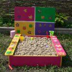 Как выбрать песочницу для ребенка на даче