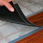 Что представляет собой кварцвиниловая плитка и преимущества ее использования