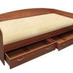 Односпальная кровать с выдвижными ящиками – идеальный вариант для маленькой комнаты